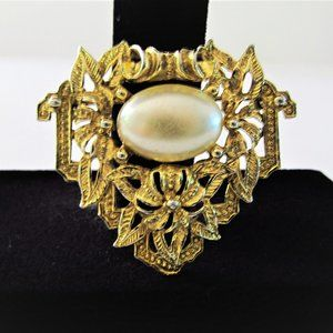 VINTAGE GOLD TONED BROOCH/PIN